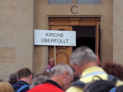 'Kirche überfüllt'