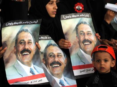 Anhängerinnen von Ali Abdullah Salih zeigen in Sanaa ihre Solidarität mit dem Präsidenten.