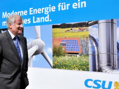 Der CSU-Vorsitzende Horst Seehofer kommt zur Vorstandssitzung in München.