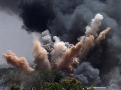 Rauch über dem Sitz von Muammar al-Gaddafi: Die NATO hat erneut das Gelände in Tripolis bombardiert.