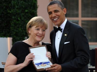 Freude bei der Kanzlerin: Angela Merkel erhielt von US-Präsident Obama die höchste zivile Auszeichnung der USA - die Freiheitsmedaille.