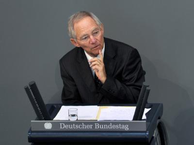 Bundesfinanzminister Wolfgang Schäuble (CDU) pocht auf eine maßgebliche Beteiligung privater Banken, Versicherer und anderer Investoren als Bedingung für weitere Griechenlandhilfen.