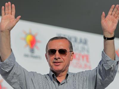 Recep Tayyip Erdogan wird türkischer Ministerpräsident bleiben. Er will der Türkei in seiner dritten Amtszeit eine neue Verfassung geben.