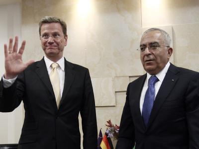 Außenminister Guido Westerwelle (l.) traf in Ramallah den palästinensischen Ministerpräsidenten Salam Fajad.