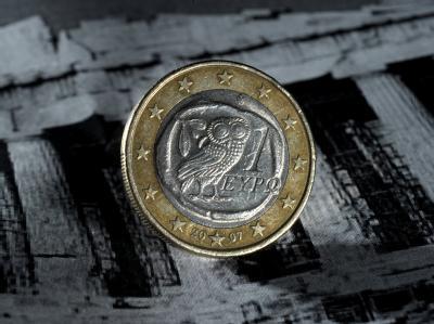 Eine griechische Euromünze: Nach monatelangen Debatten hat sich die EU auf einen neuen Krisenfonds für marode Euroländer geeinigt. Der Fonds soll eine Kapitalbasis von 700 Milliarden Euro haben und 2013 dauerhaft eingerichtet werden.