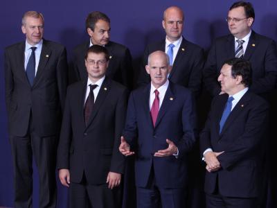 Premier Georgios Papandreou (m.) fordert ein Bekenntnis der Union für das Überleben seines Landes.