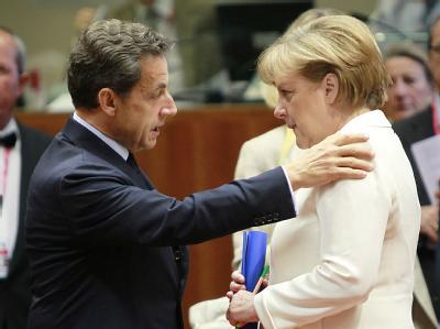 Frankreichs Präsident Sarkozy  und Kanzlerin Merkel beim jüngsten Gipfel der Staats- und Regierungschefs in Brüssel (Foto vom 24.6.2011).