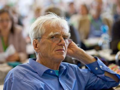 Grünen-Parlamentarier Hans-Christian Ströbele verfolgt die Debatte.