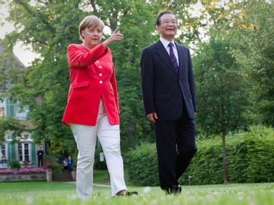 Bundeskanzlerin Merkel zusammen mit Chinas Ministerpräsident Wen Jiabao im Garten der Villa Liebermann.