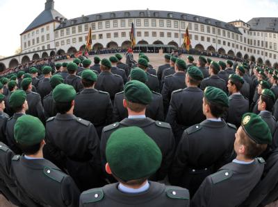 Die letzten Thüringer Wehrpflichtigen legen in Gotha ihr feierliches Gelöbnis ab. Nun startet der neue Freiwilligendienst der Bundeswehr.