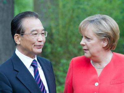 Angela Merkel begrüßt Chinas Ministerpräsidenten Wen Jiabao.