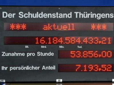 Thüringer Schuldenuhr (Foto vom 24.03.2011): Die Länder machen derzeit deutlich weniger Schulden als befürchtet.