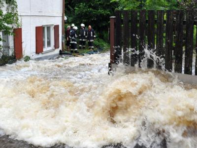 Nach Angaben des Deutschen Wetterdienstes fielen örtlich 52 Liter Regen pro Stunde.