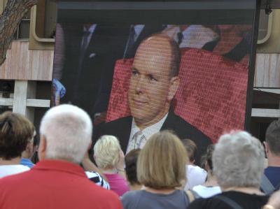 Zahlreiche Schaulustige verfolgten die Zeremonie in Monaco per Video-Übertragung.