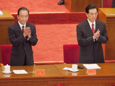 Präsident Hu Jintao (r) und Premier Wen Jiabao applaudieren zum 90. Jahrestag der Gründung der Kommunistischen Partei Chinas.