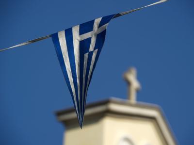 Bei der Arbeit blöde Sprüche, beim Nachrichtenschauen am Abend Sorgen um die Zukunft: Griechen in Deutschland stehen doppelt unter Druck.