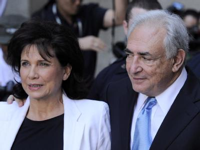 Erleichtert: Dominique Strauss-Kahn und seine Frau Anne Sinclair nach der Gerichtsentscheidung.
