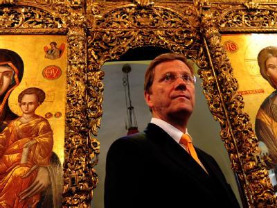 Außenminister Guido Westerwelle bei seinem Besuch des vor mehr als 30 Jahren von der Türkei geschlossenen orthodoxen Priesterseminars auf der Heybeli-Insel.