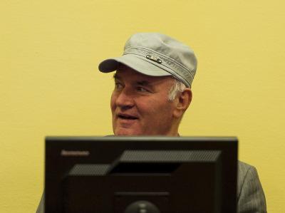 Bereits bei seinem ersten Erscheinen vor dem Haager Gerichtshof am 3. Juni hatte sich der serbische Ex-General Ratko Mladic geweigert, eine Stellungnahme zur Anklage abzugeben.