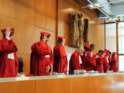 Der Zweite Senats des Bundesverfassungsgerichts eröffnet die Verhandlung über die Finanzhilfen für Griechenland und andere notleidende Euro-Staaten.