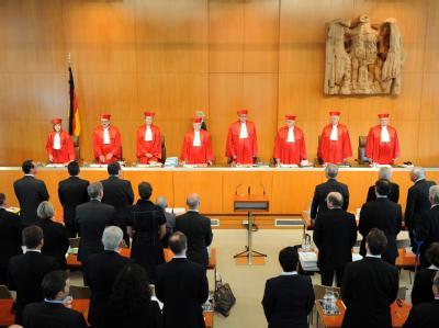 Der Zweite Senat des Bundesverfassungsgerichts eröffnet am Dienstag (05.07.2011) in Karlsruhe die mündliche Verhandlung über die Finanzhilfen für Griechenland und andere notleidende Euro-Staaten.