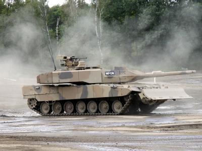 Ein Kampfpanzer Leopard 2 A7+ der Firma KMW: Aller Kritik zum Trotz, die Regierung schweigt zwar weiter eisern zum Panzergeschäft mit Saudi-Arabien, betont aber die Rolle des islamisch geprägten Landes als Sicherheitsanker.