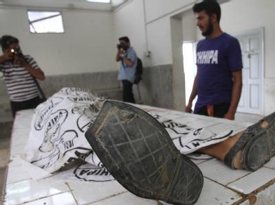 Unter den Opfern in Karachi sind zahlreiche unbeteiligte Passanten, die zwischen die Fronten der rivalisierenden Gruppen geraten waren.