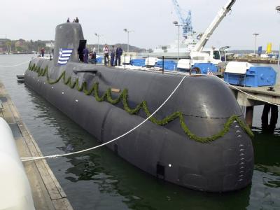 Ein U-Boot vom Typ 214 wird am 22.04.2004 bei der Howaldtswerken-Deutsche Werft AG (HDW) in Kiel auf den Namen