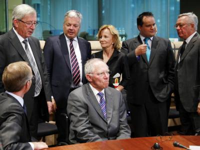 Finanzminister Schäuble umringt von EU-Amtskollegen
