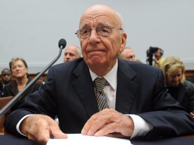 Der Abhörskandal Murdoch nicht nur wichtige Mitarbeiter gekostet, mittlerweile wird sogar sein eigener Verbleib an der Spitze infrage gestellt. (Archivbild)