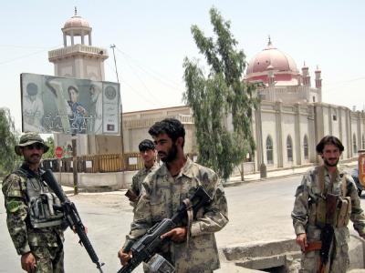 Bei einem Gottesdienst für den ermordeten Bruder des afghanischen Präsidenten Hamid Karsai hat ein Selbstmordattentäter eine Bombe gezündet.