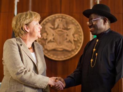 Kanzlerin Angela Merkel mit Nigerias Staatspräsident Goodluck Jonathan: «Nigeria hat noch viele Probleme zu überwinden. Dabei wollen wir zur Seite stehen.»