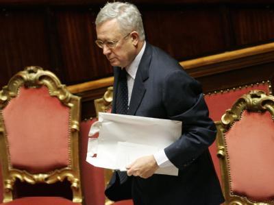 Im Fokus: Italiens Finanzminister Giulio Tremonti im Senat in Rom