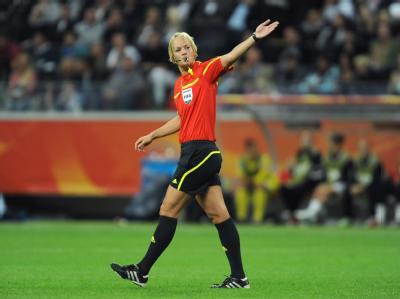 Schiedsrichterin Bibiana Steinhaus pfiff das größte Spiel ihrer bisherigen Karriere.