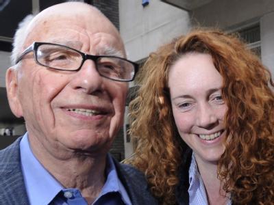 Sind im britischen Parlament vorgeladen: Rupert Murdoch und die frühere Verlagsmanagerin Rebekah Brooks.