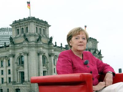 Bundeskanzlerin Angela Merkel (CDU)beim ARD-Sommerinterview vor dem Reichstagsgebäude.