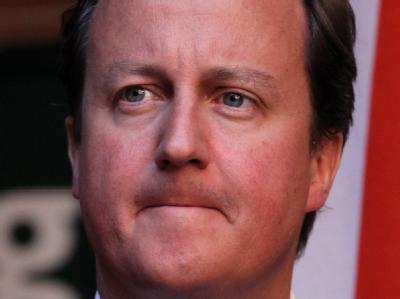 Während in Medien und Polizei die Köpfe rollen, kommt auch Premierminister David Cameron mehr und mehr in die Bredouille.