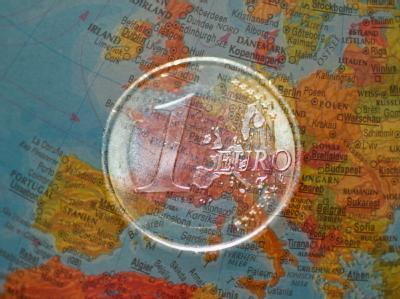 Euro-Sondergipfel als Silberstreif am Horizont? Die Risikoaufschläge von Staatsanleihen der angeschlagenen Staaten sind jedenfalls schon gesunken. (Archivbild)