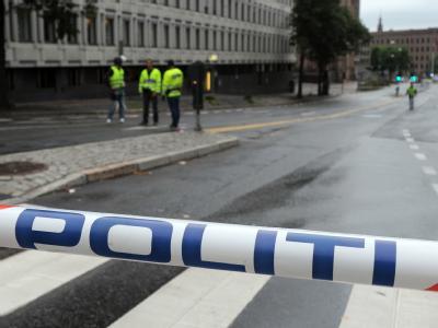 Die Polizei riegelt die Innenstadt von Oslo ab.