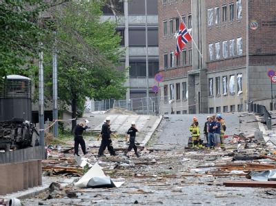 Rettungskräfte am Ort der Bombenexplosion in der Innenstadt von Oslo.