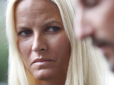 Kronprinzessin Mette-Marit hat ihren Stiefbruder bei den Attentaten verloren.