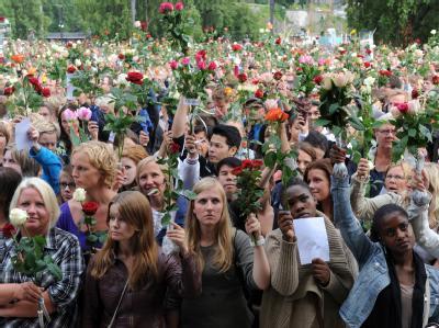 Hunderttausende Menschen füllten die Straßen von Norwegen: Größere Menschenmengen gab es seit Ende des Zweiten Weltkrieges nicht mehr.