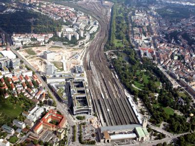 Luftbild vom Stuttgarter Hauptbahnhof und dem Gelände von Stuttgart 21, aufgenommen am 18.09.2010.