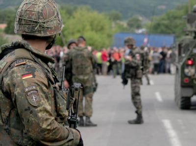 Straßenblockade im Kosovo: Die EU fordert von Serbien eine Normalisierung der Beziehungen zum Kosovo. COMKFOR Fotograf Oberfeldwebel Stefanie Hoffmann