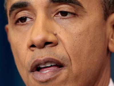 Sichtlich ermüdet gibt US-Präsident Barack Obama die grundsätzliche Einigung im Finanzstreit bekannt.