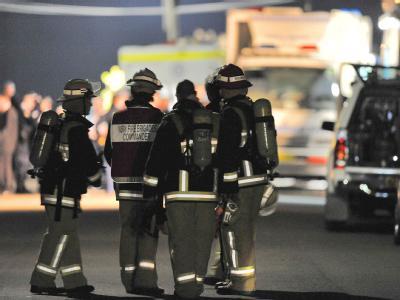 Nach Medienberichten hat ein Unbekannter in Sydney einer 18-jährigen Schülerin eine Bombe am Hals befestigt.