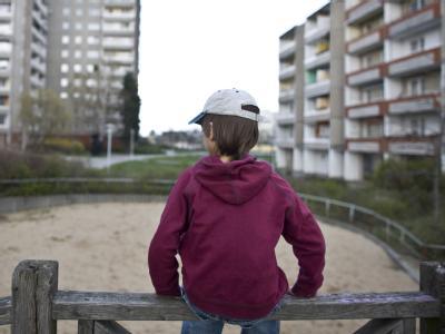 Nach den jüngsten Zahlen des Statistischen Bundesamtes ist jedes sechste Kind in Deutschland von Armut bedroht.