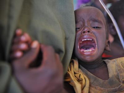 Unterernährt und verzweifelt, aber in Sicherheit: Ein kleines Kind in einem Notlager in Mogadischu.