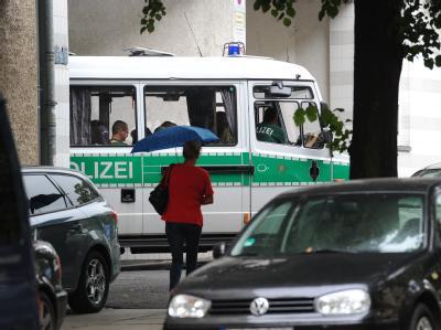 Polizeiwagen in Berlin-Wedding. Nach dem Todesschützen wird nun in ganz Europa gefahndet.