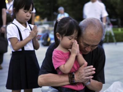 Ein Überlebender des Atombombenabwurfs gedenkt der unzähligen Opfer.